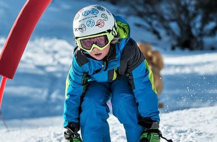 Kind auf der Piste in Kitzbühel