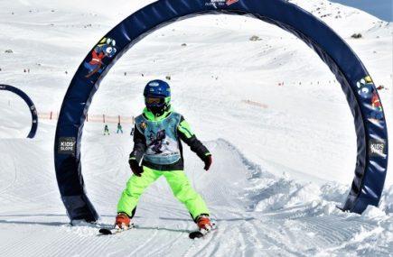 Kind skifahren am Hintertuxer Gletscher